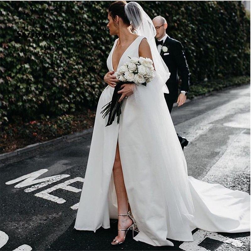 Sexy Una Linea di Abiti Da Sposa Profondo Scollo A V Bianco Avorio Abiti Da Sposa In Raso Anteriore Split Custom Made Beach Abiti Da Sposa Semplice