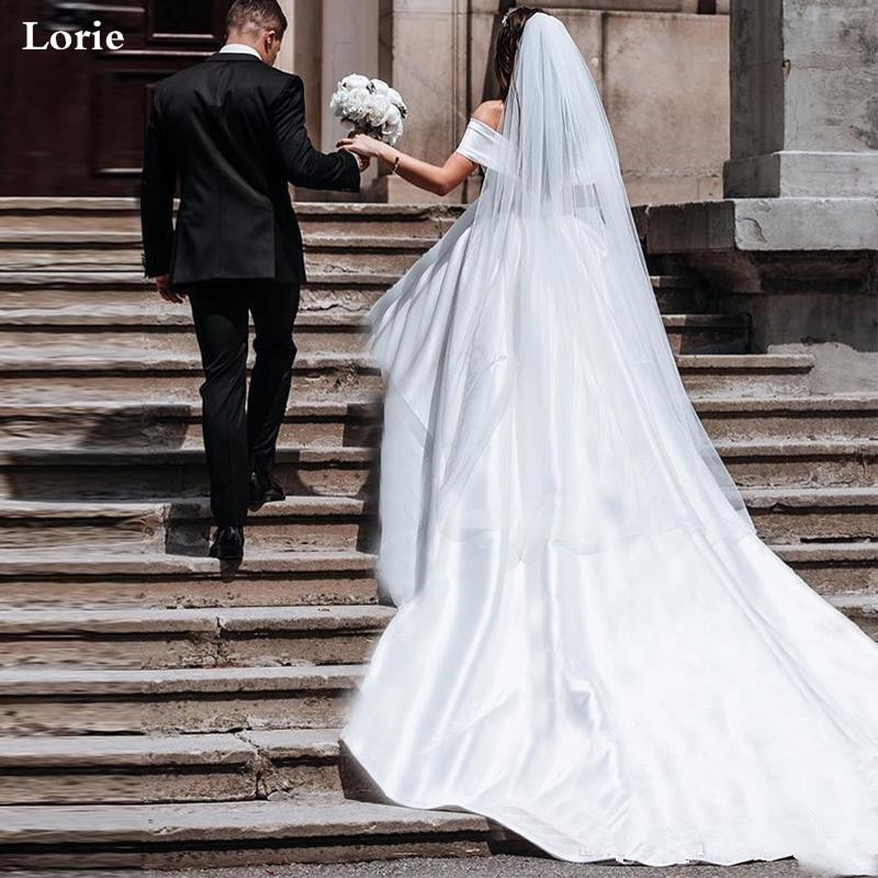 Lorie Principessa Abiti da Sposa in Raso Vintage Fuori Dalla Spalla da Sposa Abiti da Sposa Lungo Treno Bianco Avorio Abito da Sposa Abito di Sfera