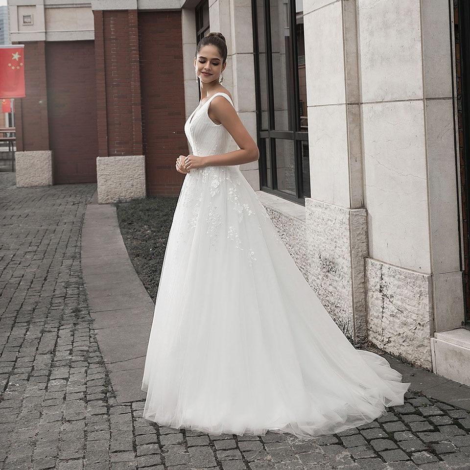 Dressv Collo A V Abito Da Sposa Una Linea Appliques Senza Maniche Pieghe Con Il Treno di Spazzata Zipp Up Outdoor & Chiesa Abiti Da Sposa
