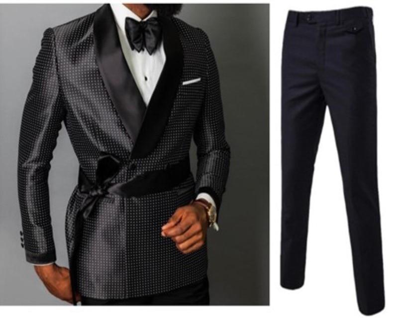 L'ultimo disegno di modo doppio petto giacca sportiva degli uomini del vestito dello sposo di cerimonia nuziale su misura 3 pezzi (giacca + pantaloni + cintura)