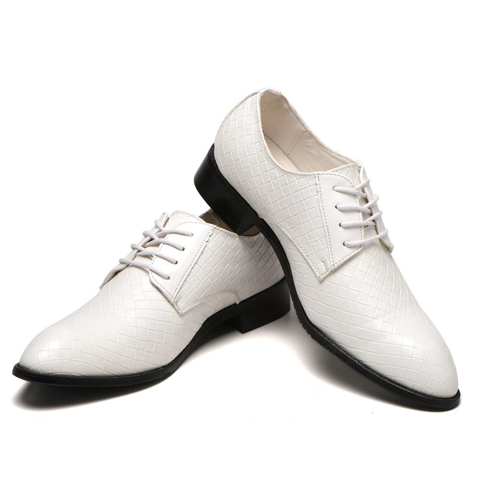 Pattini di Vestito Degli Uomini Classici di Affari di Modo Convenzionale Elegante da Sposa Scarpe Uomo Slip on Ufficio Scarpe Oxford per Gli Uomini Nero m060